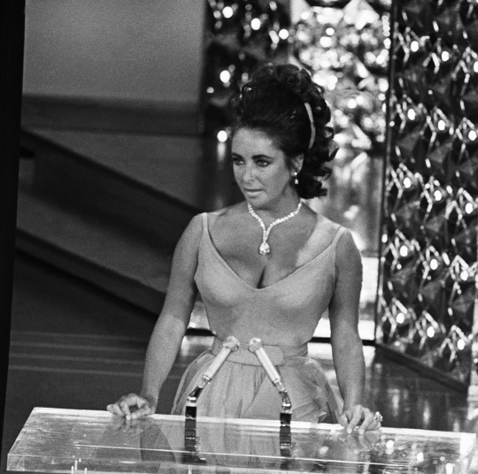 Elizabeth Taylor at Podium to Present Academy Award